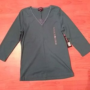 NWT BRAND NEW v-neck tee